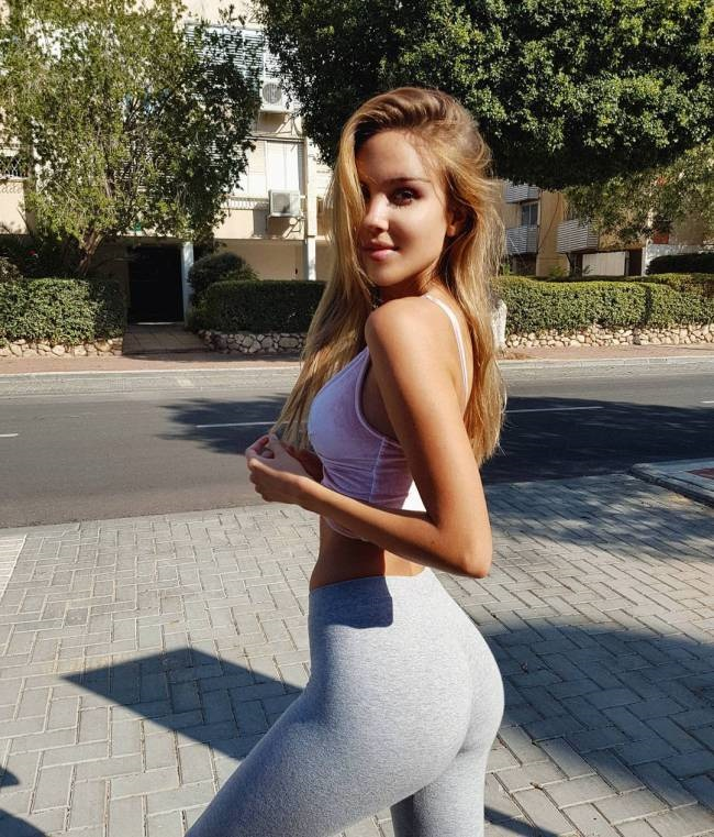 Hot Russian PAWG In Yoga Pants